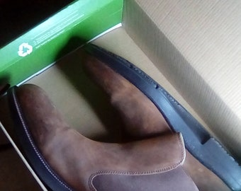EARTH CLINTON LEATHER boots, size 13, Excellent condition,  burn calories with every step!