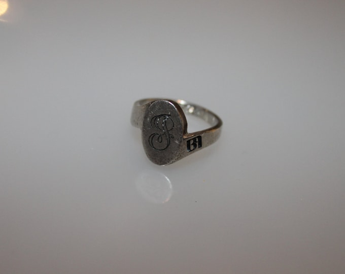 Vintage Engraved with an Initial: J , a Symbol, and a Date 11/29/89 on inside of band as well as the Initials JLB SIZE 7.75 Boho Glam