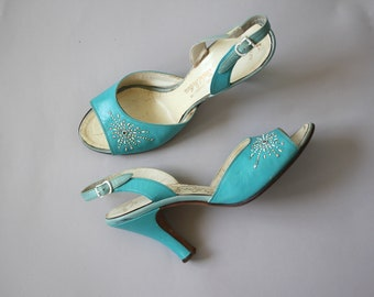 vintage 1950s heels / 50s slingback shoes / 50s robins egg blue heels / peep toe / 50s leather studded pumps / 50s cinderella shoes / size 7