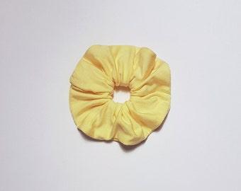 "Scrunchie ""soft sun yellow"""