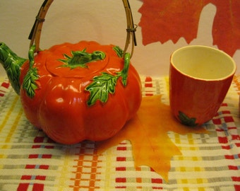 Tomato Teapot and Six Matching Cups, Made in Japan, Pre 1954