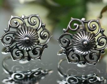 Earrings-Vintage Screwback Silver Earrings