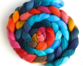 Merry Poppies, Organic Polwarth Roving - Hand Painted Spinning Fiber