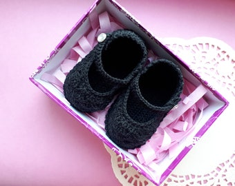 Black crochet baby booties.  Baby girl shoes.  Crochet booties. Newborn gift