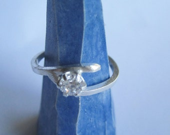 Dainty Sterling Silver 925 Square Wire Ring With Sparkling Cubic Zirconia Manmade Diamond . Bague Argent Avec CZ. Made in Sweden