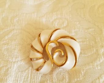 Vintage White Enamel Brooch, Vintage White Brooch, Vintage Enamel Brooch, White Enamel Brooch, White Brooch, Ribbon Design Brooch, Swirl Pin