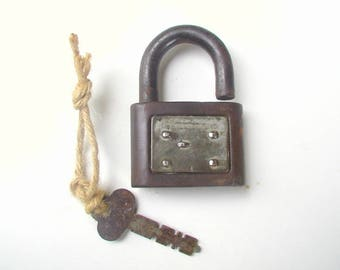 Vintage YALE JUNIOR Padlock and Key Rustic Heavy Duty Working Lock Renovation Supply