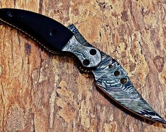beautiful handmade Damascus hunting knife