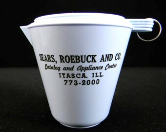 Plastic Measuring Cup Set with Sears Advertising