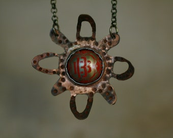 Metal flower necklace with tin