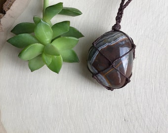 Banded Gray Agate Necklace - Grey Agate Healing Crystal - Agate Jewelry - Hippie Bohemian Style - Handmade Hemp Crystal Pendant - Groovy
