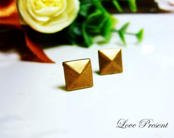Rock N Roll and Punk Pyramid earrings stud style - Color Vintage Brass