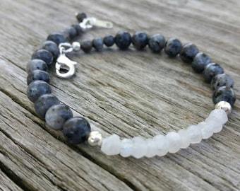 Labradorite Beaded Bracelet, Rainbow Moonstone, Handmade Bracelet, Women's Jewelry, Semi precious gemstone jewelry, Gemstone Beaded Bracelet