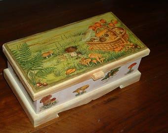 Casket box - the crop of fungi