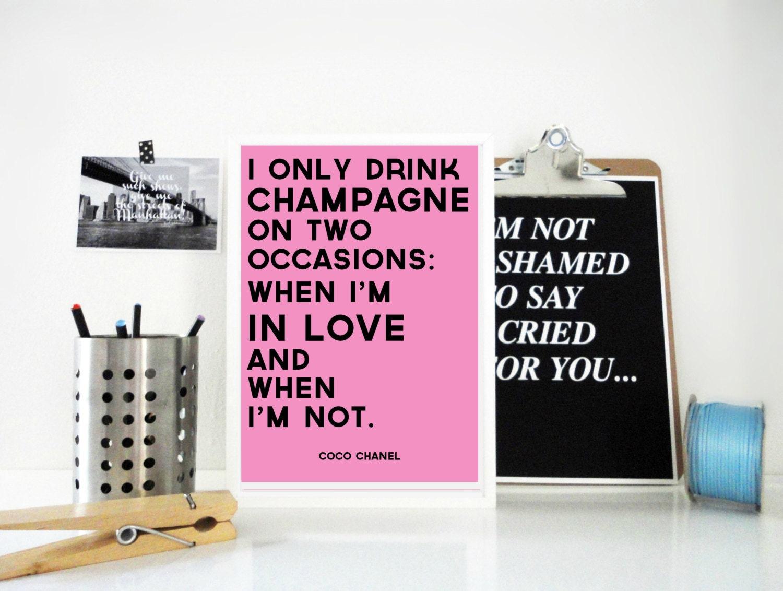 Ich trinke nur Champagner Coco Chanel Zitat Print in Pink