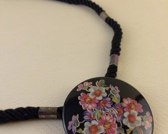 90's Floral Necklace Flowers Painted on Wood Circle Pendant Screw Clasp Flower Jewelry