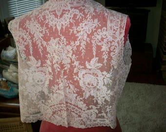 Roses Antique lace collar of embroidered cotton netting 1920s