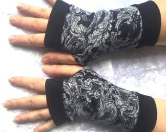 Navy blue fingerless  gloves  with pattern