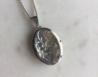 Vintage Sterling Silver Engraved Flower Locket Pendant Necklace