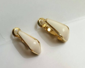 BEAUTIFUL CLASSIC Vintage 1970's Patent Dated GOLDETTE Gold Tone Metal Creme Enamel Errings!