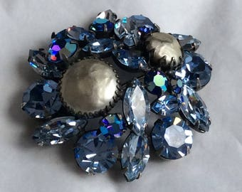 Lovely Regency brooch - light sapphire with faux pearl cabs and ab accents