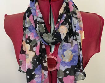 Vintage scarf - floral print on black.