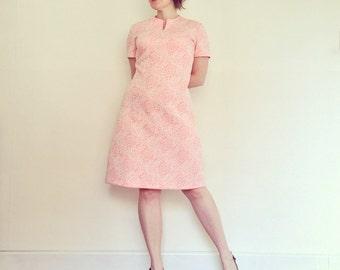 Vintage Dress / Pink & White Floral Mod Shift / 1960s