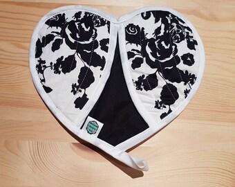 Black & White Floral Heart Insulated Pot Holder