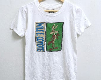 RARE!!! Wile E. Coyote and Road Runner By Warner Bros Studio Store Big Logo Crew Neck White Colour T-Shirts S (Boys) Size