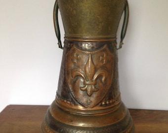 Medium 19th Century Hammered Copper Brass Coal Scuttle Scoop Fleur de Lis Fireplace decor tool Pot Belly Style Flower Pot Harvest Belgium