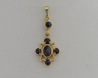 14k Yellow Gold Vintage Garnet Pendant