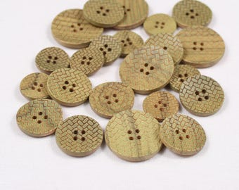 6 buttons 18 mm, 22mm or 27mm, wood stained and engraved, 4 holes (1118 am)