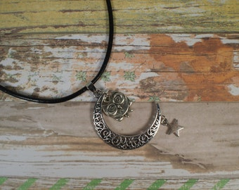 Celtic moon and owl. Night owl and moon. Crescent moon. Boho necklace. Lunar necklace. Owl moon and star. Galaxy necklace. Ethnic jewelry