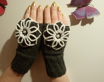 knitted women's mittens