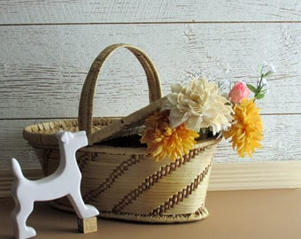 Vintage Picnic Basket - straw with lids