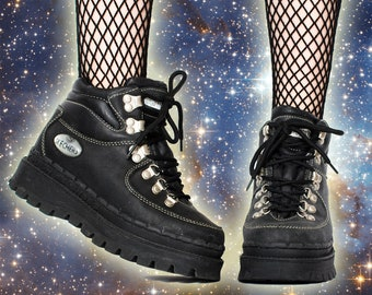 Vintage 90s Black Hiking Lug Sole Skechers Platform Treaded Leather Boots US Women 6