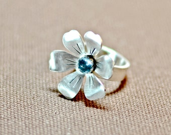 Sterling silver flower ring with in bloom with blue topaz - solid 925 RG691
