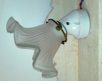 former Wall angled white porcelain claw in brass and glass Tulip - Porcelain wall light, Claw attachment Glass tulip