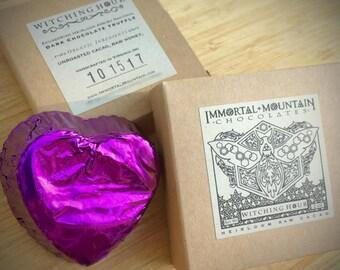 Witching Hour Cacao cru: deux 90 % chocolat truffes noir w / gousse de vanille & miel