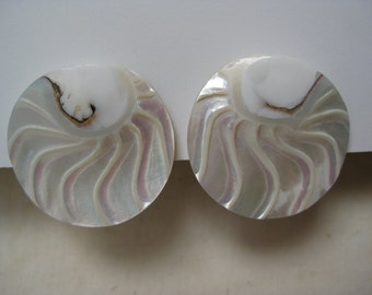Round Wave Mother of Pearl - vintage earrings
