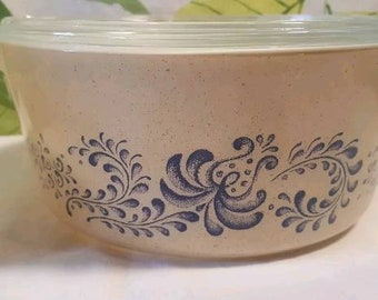 Vintage Pyrex Homestead 475 Casserole with Lid