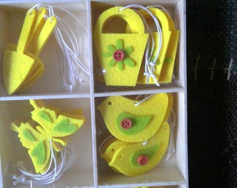Box of 128 yellow and green assorted felt shapes