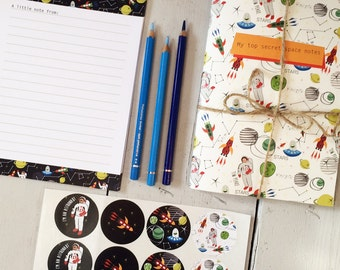 Tim Peake Writing Set - Astronaut Stationery Set - Note Paper - Notepad and Stickers - Fun and Ideal for little ones to get writing!