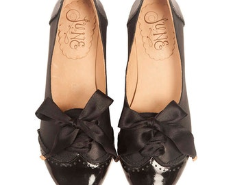 Acordonados Black - Leather woman Oxford flat shoes, lace up - Black patent leather. Handmade in Argentina
