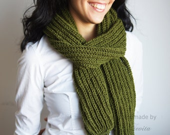 Forest green knit scarf, Winter scarf. Green chunky knit extra long scarf