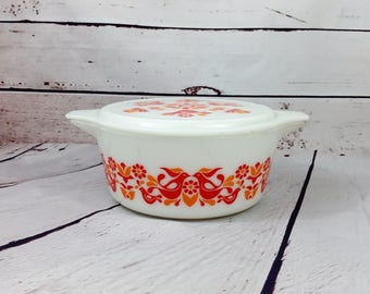 Pyrex Friendship Round Casserole 475 2-1/2qt, White with Red and Orange Birds and Flowers, Opal Lid, Pyrex Birdie, Pennsylvania Dutch