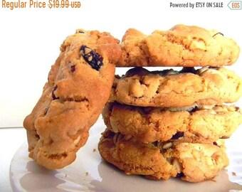 MÉGA vente chocolat blanc, noix de Macadamia, Cookies canneberge - demi-douzaine (6 biscuits)