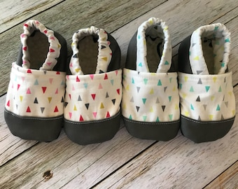 Baby shoes - Triangle BabyMoccs with Neoprene Toe 0-18 Months, Trendy Baby Shoes, Modern Baby Shoes, Booties, Soft Sole, Baby Moccs