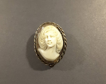 Early 20th Century cameo button.