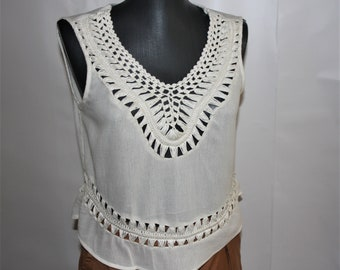 Vintage BOHO ivory crochet top Hippie knitted lace top blouse Rustic sleeveless summer top Bohemian Petite blouse size XS S Made in India